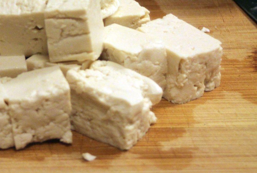 Tofu gehört zu den niedrig Fodmap Nahrungsmitteln, aber….