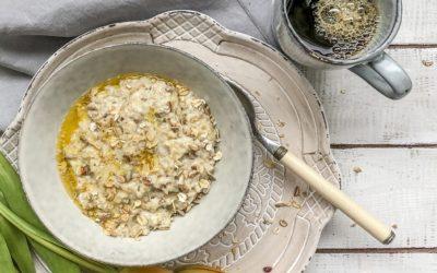 Leckeres Porridge / Haferbrei zum Frühstück mit Obst